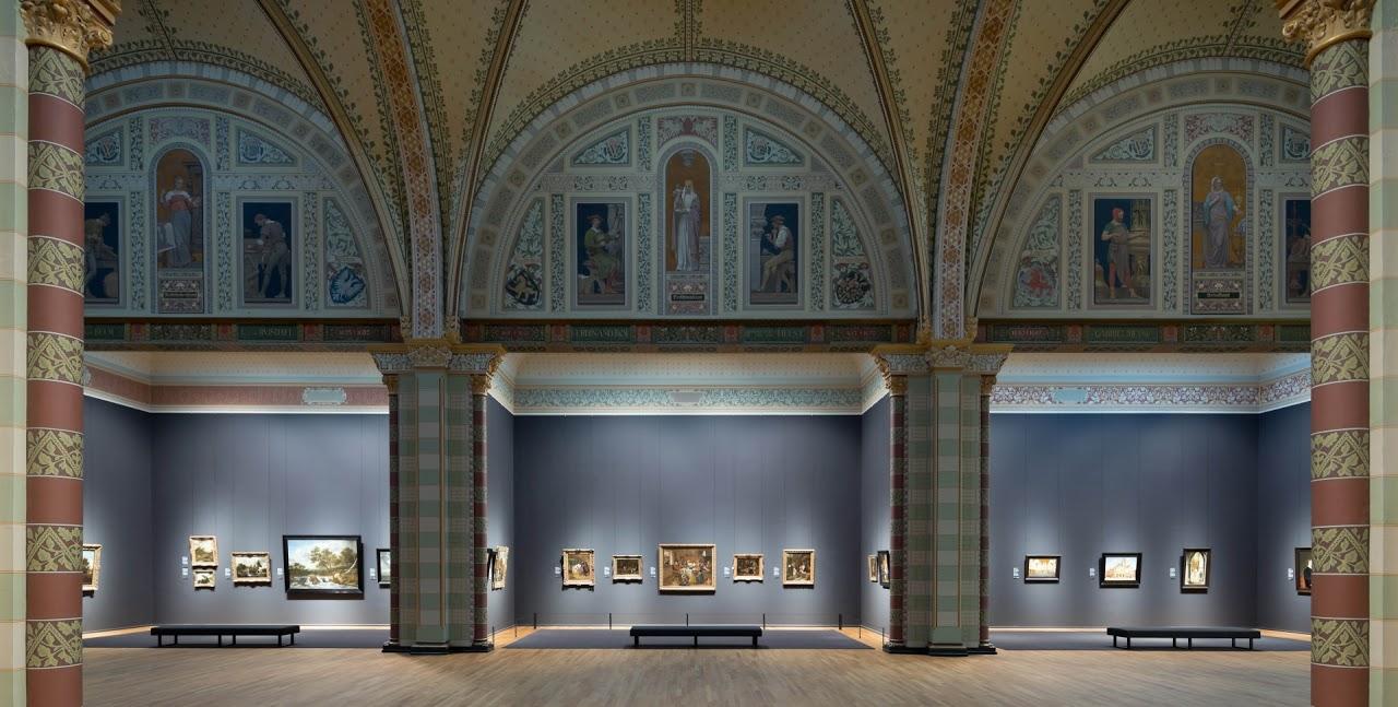 http://richardskunstinlijsten.nl/wp-content/uploads/2012/05/Rijksmuseum-interieur.jpg